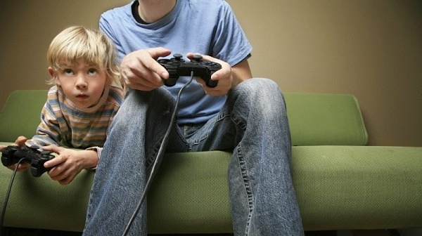 kids-playing-video-games-1024x575