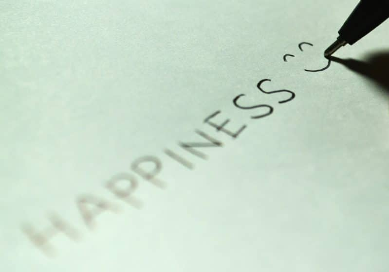 writing a list of happiness